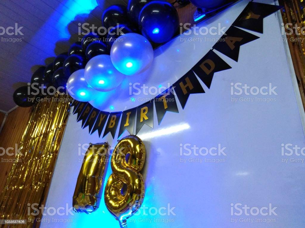 Feliz aniversário de 18 anos de idade - foto de acervo