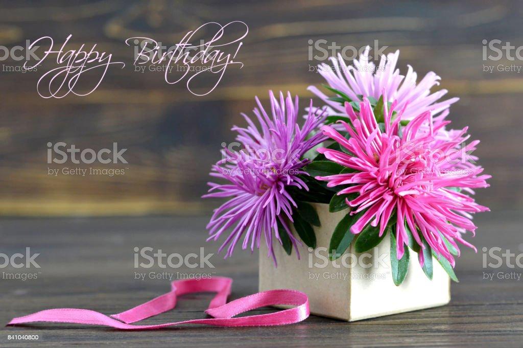 Happy Birthday Card Mit Blumen In Geschenk Box Lizenzfreies Stock Foto