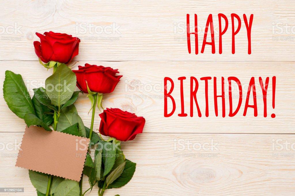 foto de cartão de feliz aniversário com cartão vermelho rosas e