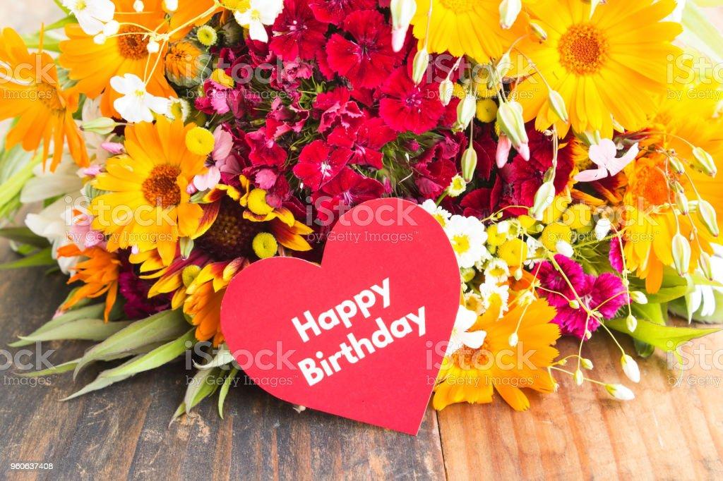 Foto De Cartão De Feliz Aniversário Com Flores Da Primavera E Mais