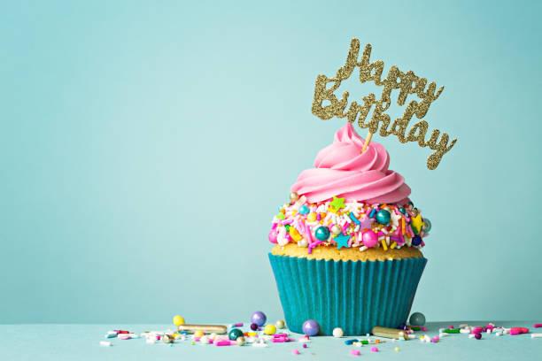mutlu yıllar cupcake - ruth stok fotoğraflar ve resimler