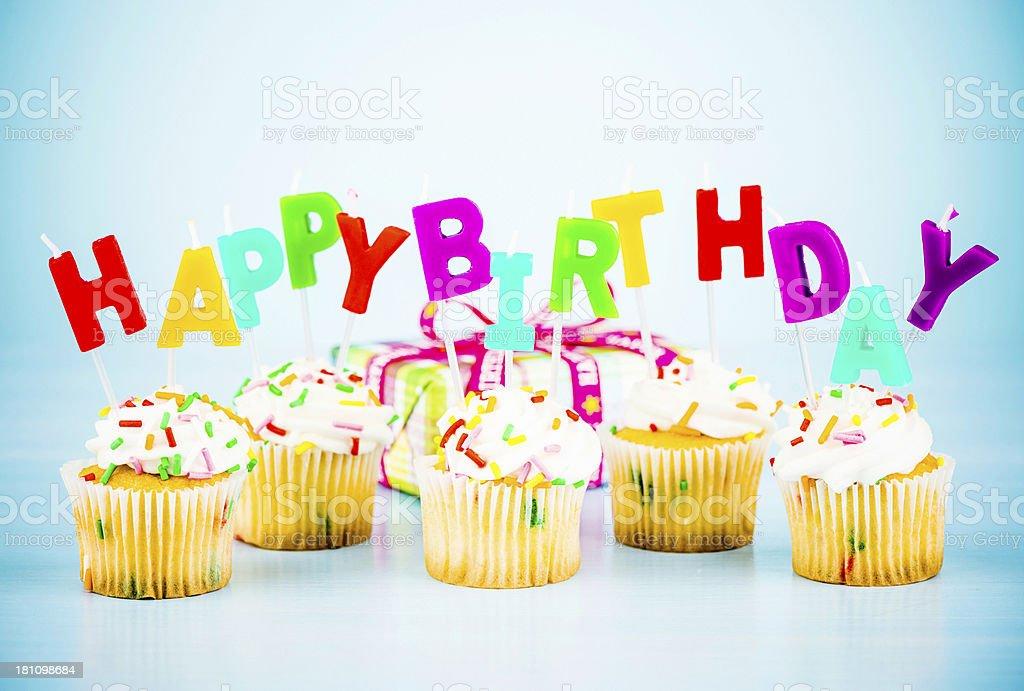 Happy Birthday Cupcakes Und Geschenk Lizenzfreies Stock Foto