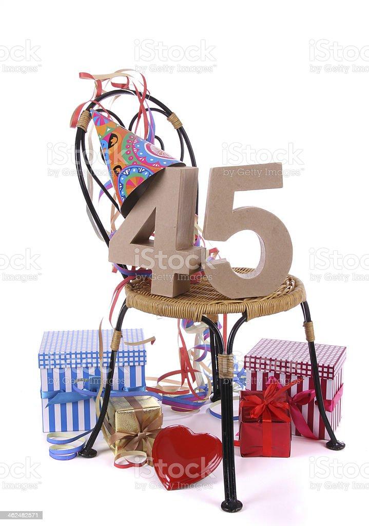 Fabuleux Buon Compleanno Con Età Nelle Figure A Un Party Personale - Foto  ST33