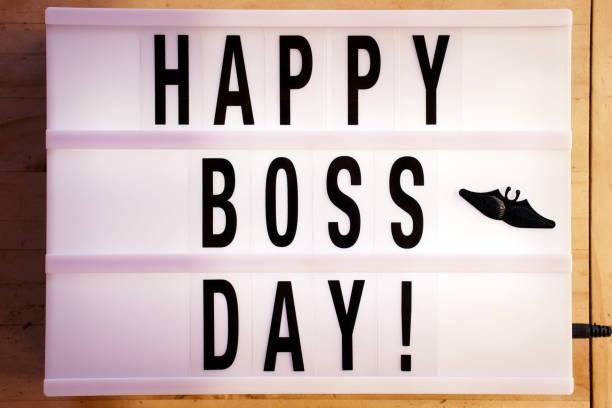 feliz día del jefe en light box tendencia - boss's day fotografías e imágenes de stock