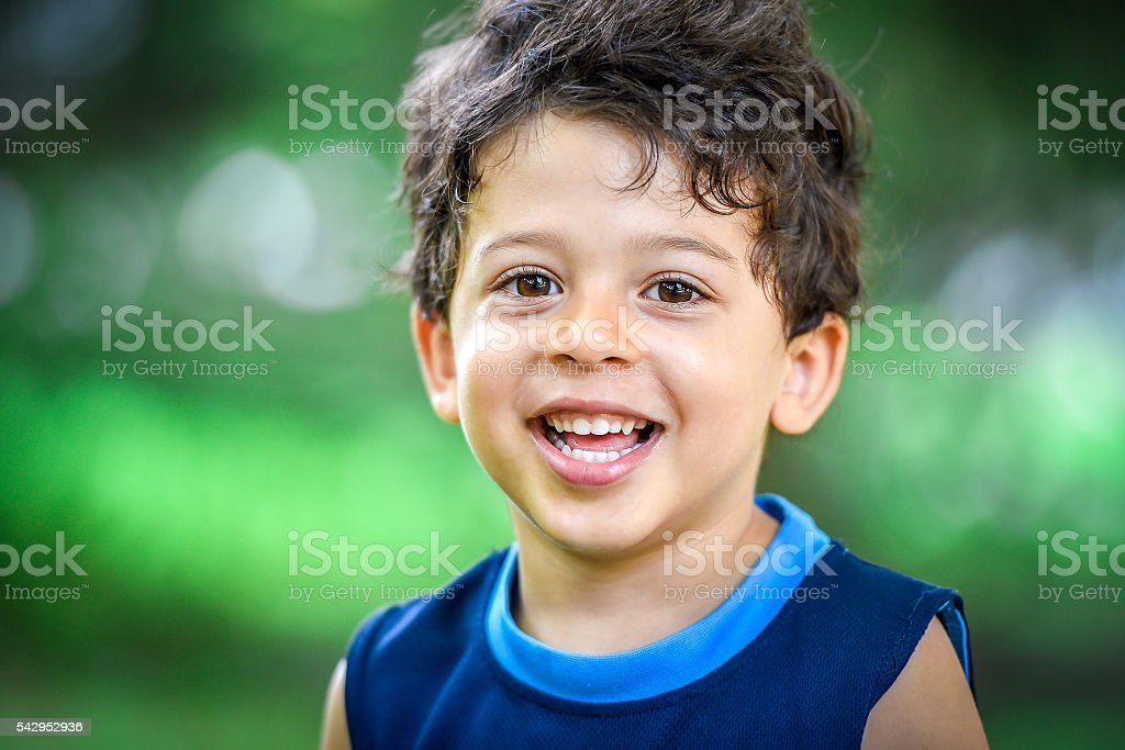 Happy mulatto boy child is smiling enjoying adopted - foto stock