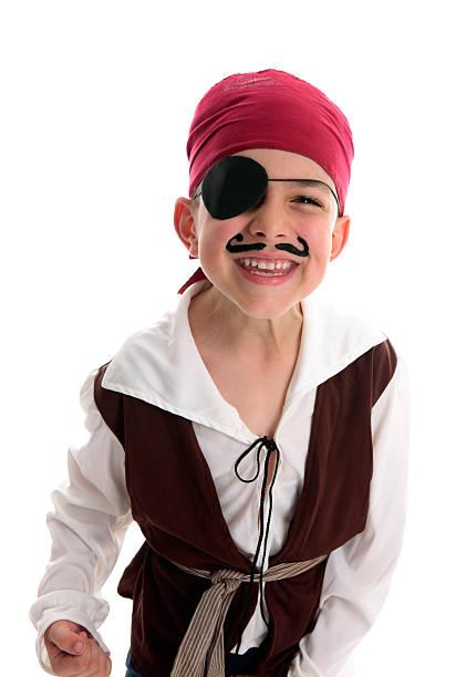 glückliche junge piraten-kostüm - kleine jungen kostüme stock-fotos und bilder