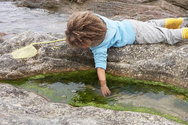 Glückliche junge Mit Fischnetz – Foto