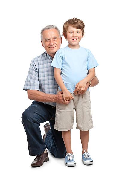 Niño feliz con abuelo - foto de stock