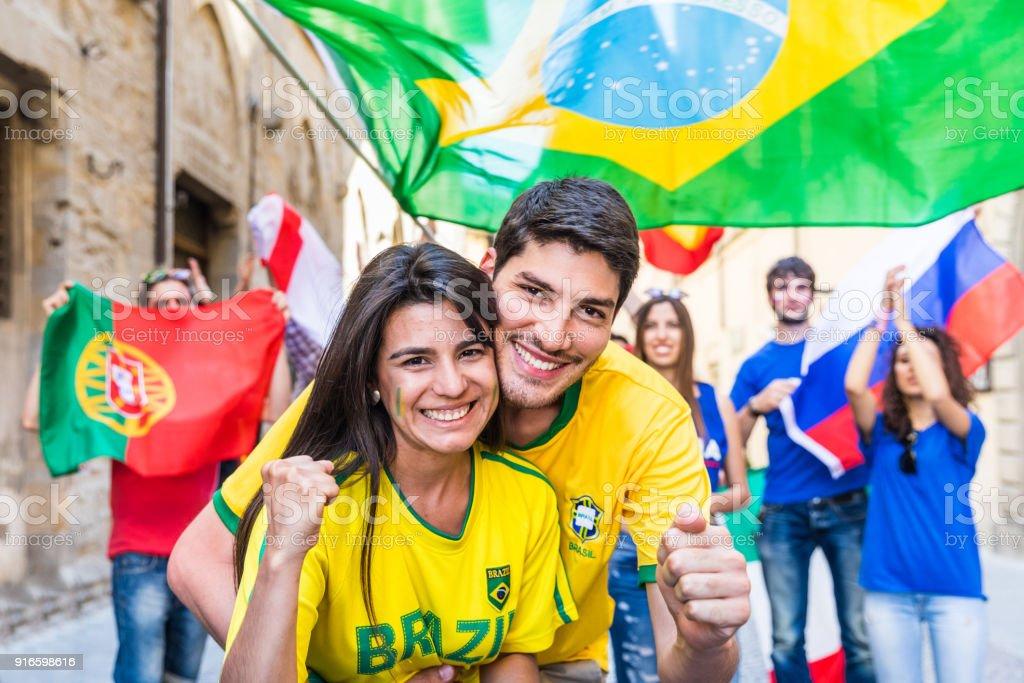 Apoiantes do feliz casal brasileiro comemora vitória - foto de acervo