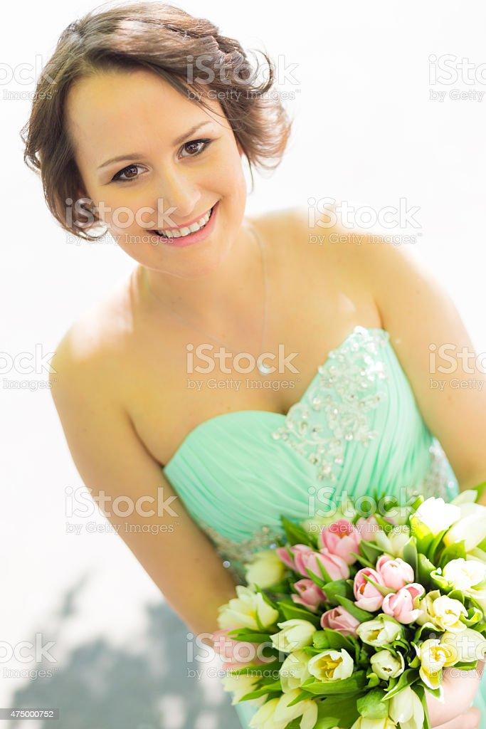 Glückliche Braut mit Hochzeit bouquet. Lizenzfreies stock-foto