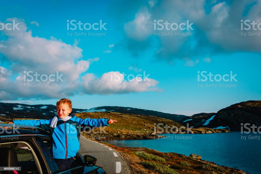 happy child enjoy travel by car in mountains zbiór zdjęć royalty-free