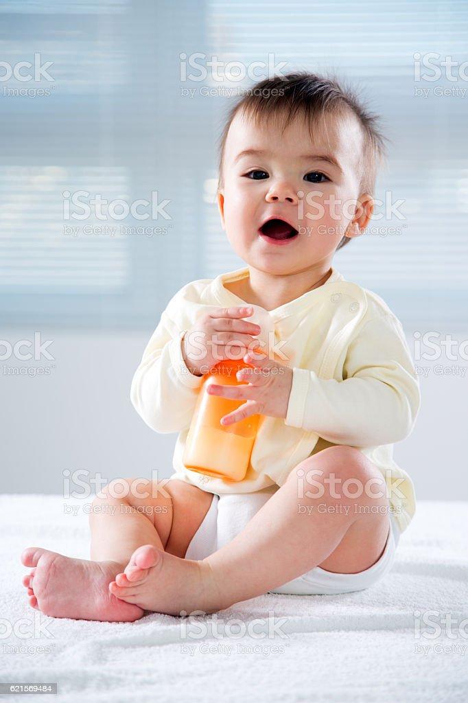 Happy child with baby food photo libre de droits