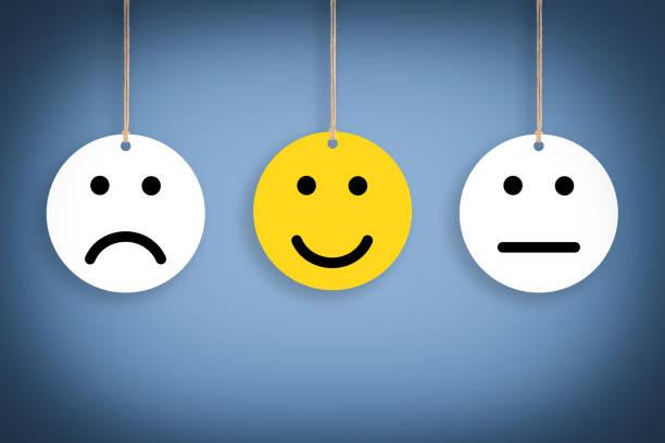 幸せな概念段ボールに描く - emotions ストックフォトと画像