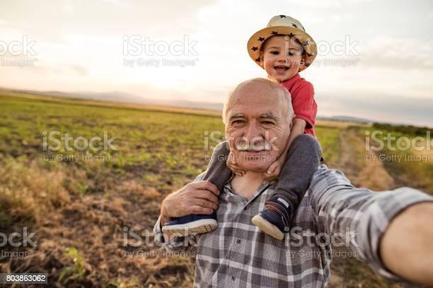 Happy countryside selfie picture id803863062?b=1&k=6&m=803863062&s=612x612&h=eqya4zvfqsnjijhrepytwpurwjqytp21fde g x0xa0=