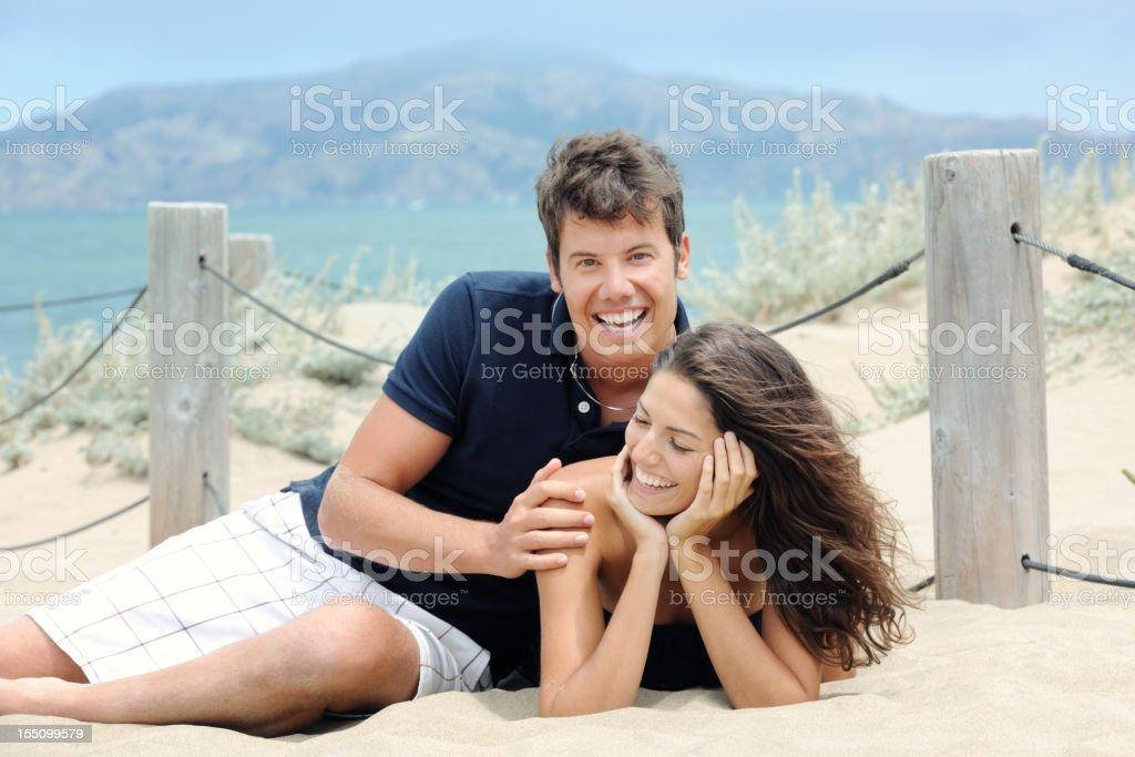 Glückliches Paar am Strand (XXXL – Foto