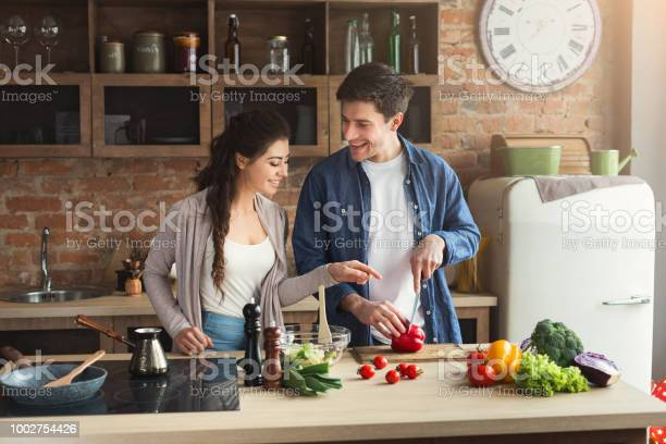 Happy couple cooking dinner together picture id1002754426?b=1&k=6&m=1002754426&s=612x612&h=e2tcz0xs0c9ewgiun8m9dxic ytui9lq294n4rxum5u=