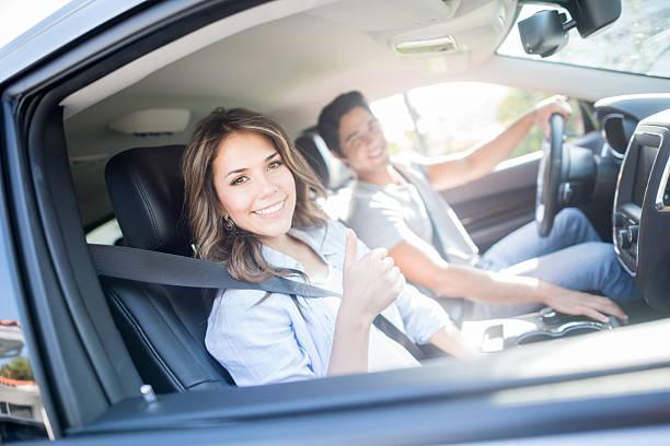 Glückliches Paar auf einer Straße Reise – Foto