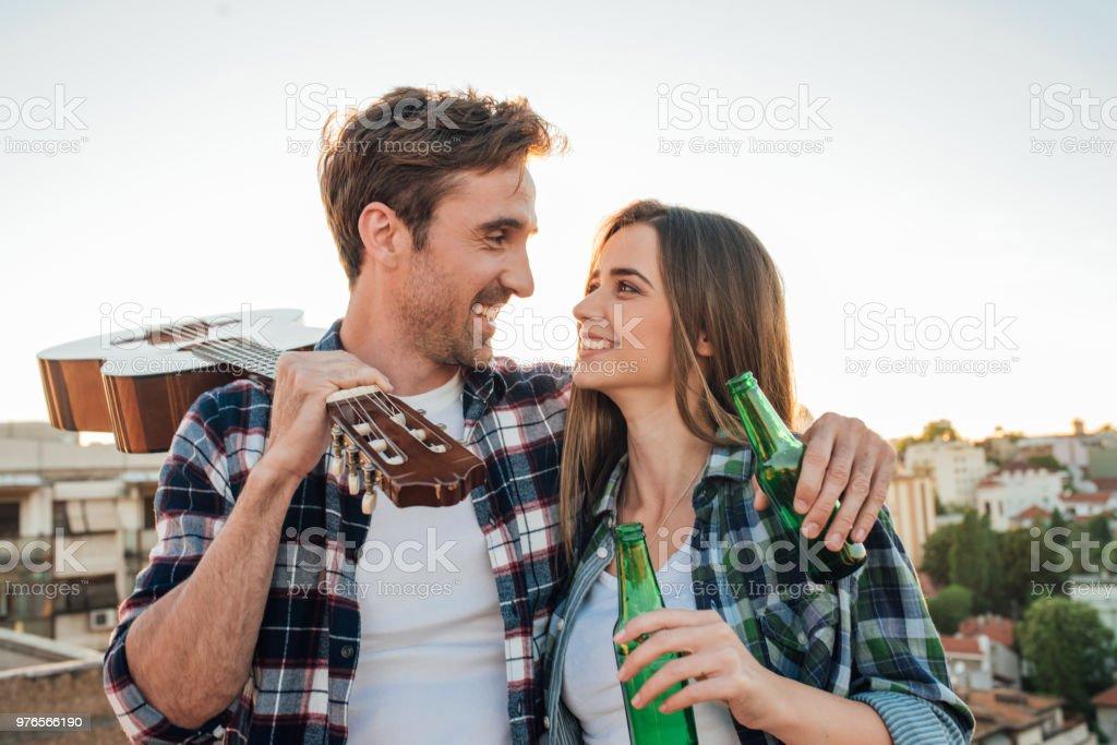 Dating, wer für das Abendessen zahlt