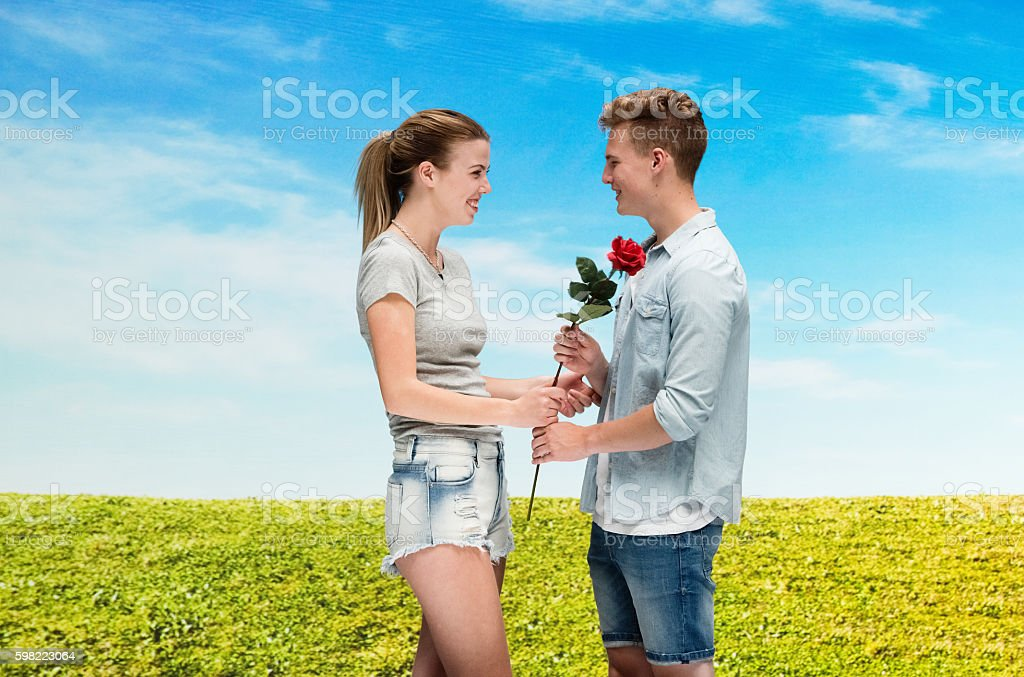 Happy couple holding rose together foto royalty-free