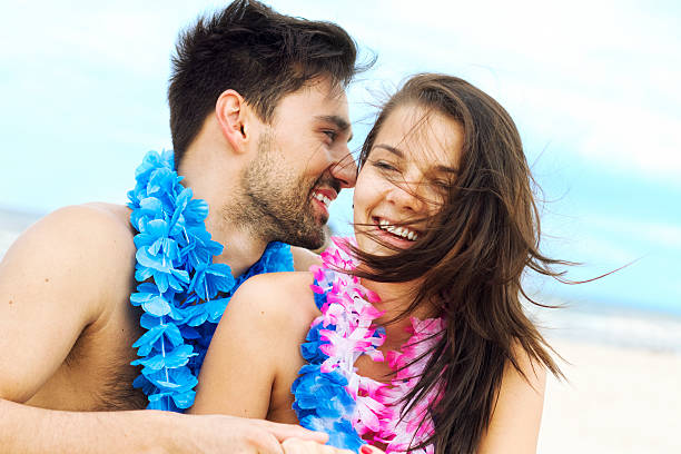Szczęśliwa para na plaży – zdjęcie
