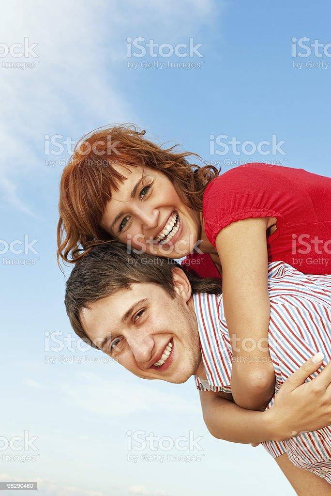 Coppia felice all'aperto foto stock royalty-free