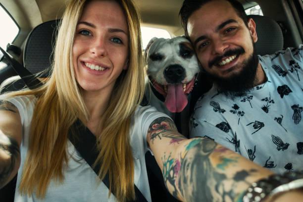 glückliche paar - ehepaar tattoos stock-fotos und bilder