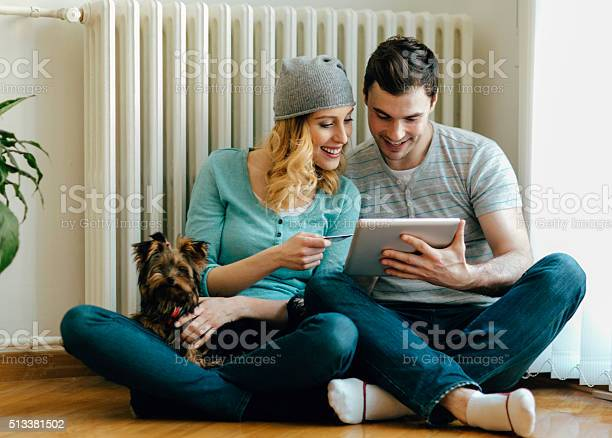 Happy couple shopping online picture id513381502?b=1&k=6&m=513381502&s=612x612&h=z49r es7auhuhsock5mk 0eu93sobo1veuuewqntk4m=