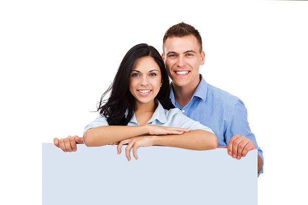 glückliches paar lächeln - heiratssprüche stock-fotos und bilder