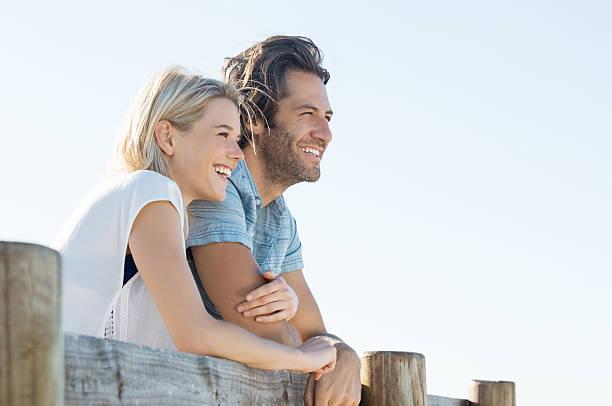 happy couple vision - mid volwassen koppel stockfoto's en -beelden
