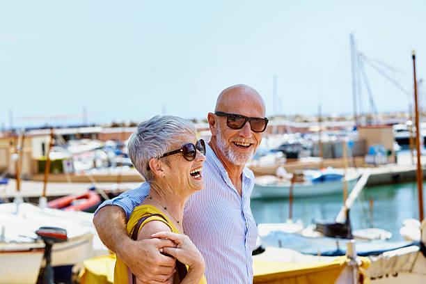 happy couple walking by harbor - zuid europese etniciteit stockfoto's en -beelden