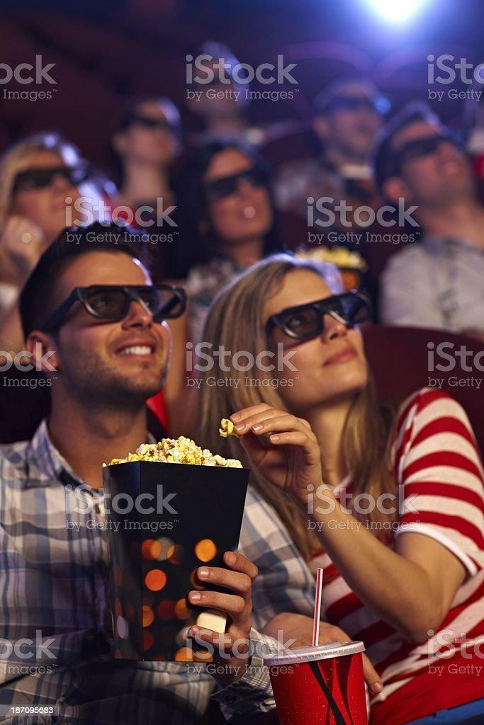 Glückliches Paar in 3D-Kino – Foto