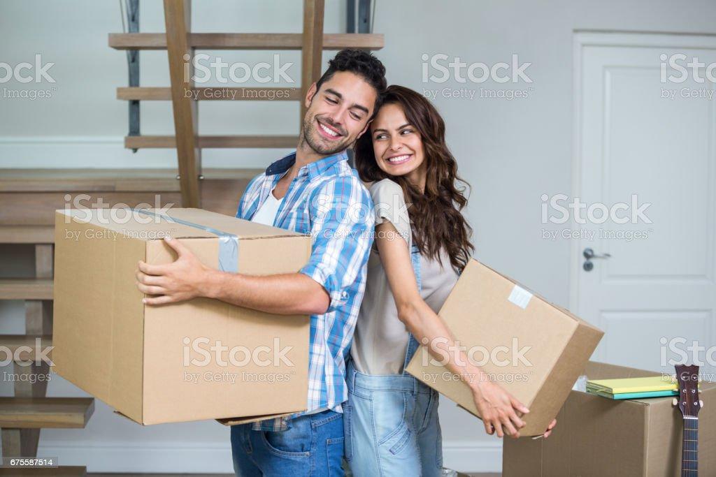 Couple heureux avec boîtes photo libre de droits