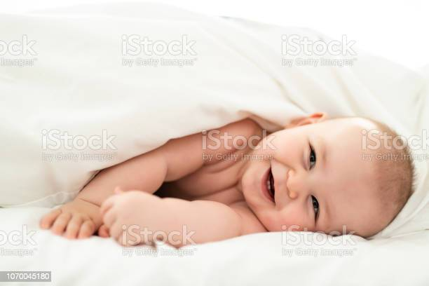 Happy cute baby lying on white sheet picture id1070045180?b=1&k=6&m=1070045180&s=612x612&h=sacl22awp9ov83t8em00uwthsztxyb376mrd8h6u hc=
