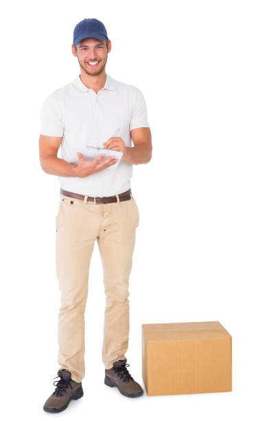 Happy delivery man with cardboard box and clipboard - foto stock