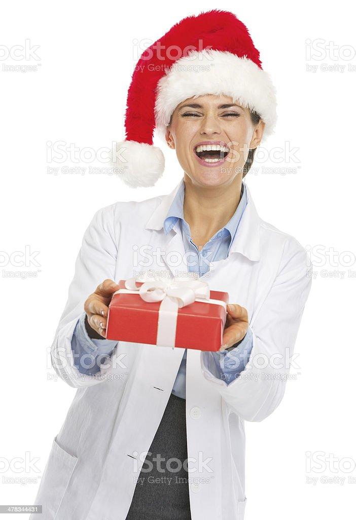 Glücklich Arzt Frau In Santa Hut Gibt Weihnachtsgeschenkbox Stock ...