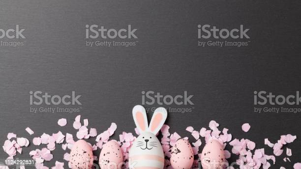 Happy easter background with easter bunny and easter eggs picture id1124292831?b=1&k=6&m=1124292831&s=612x612&h=qn7bvdaqnrjvzm5t1d xoiavonrpahtxaoik1t2fkje=