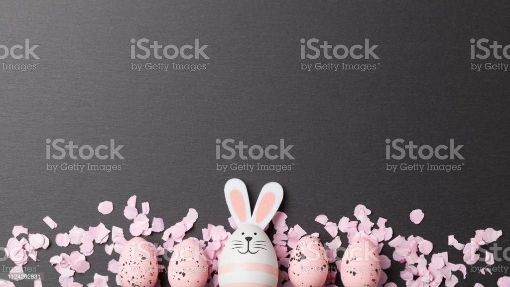 Happy Easter-Hintergrund mit Osterhase und Ostereier – Foto