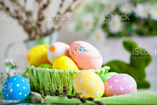 Happy easter congratulatory easter background easter eggs and flowers picture id1212947767?b=1&k=6&m=1212947767&s=612x612&h=kapmqirtvzooohpjrn ohuwqxpj7wabv5ds40ctao8o=