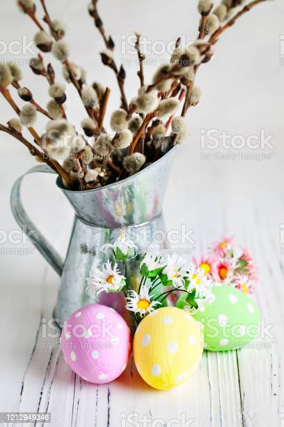 Happy easter congratulatory easter background easter eggs and flowers picture id1212949346?b=1&k=6&m=1212949346&s=612x612&h=axjxiqtrvqhupopqwxwqzeh4edykzkx8nl cp8adqkk=