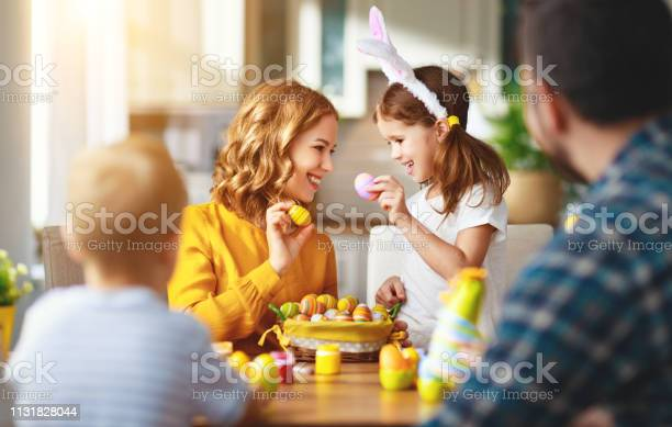 Happy easter family mother father and children paint eggs for holiday picture id1131828044?b=1&k=6&m=1131828044&s=612x612&h=2ckapj7gvs83wlwbih6bmwjw65z7r4tfqavdw1zj2s0=