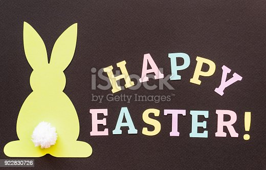 istock Happy Easter rabbit greeting card 922830726