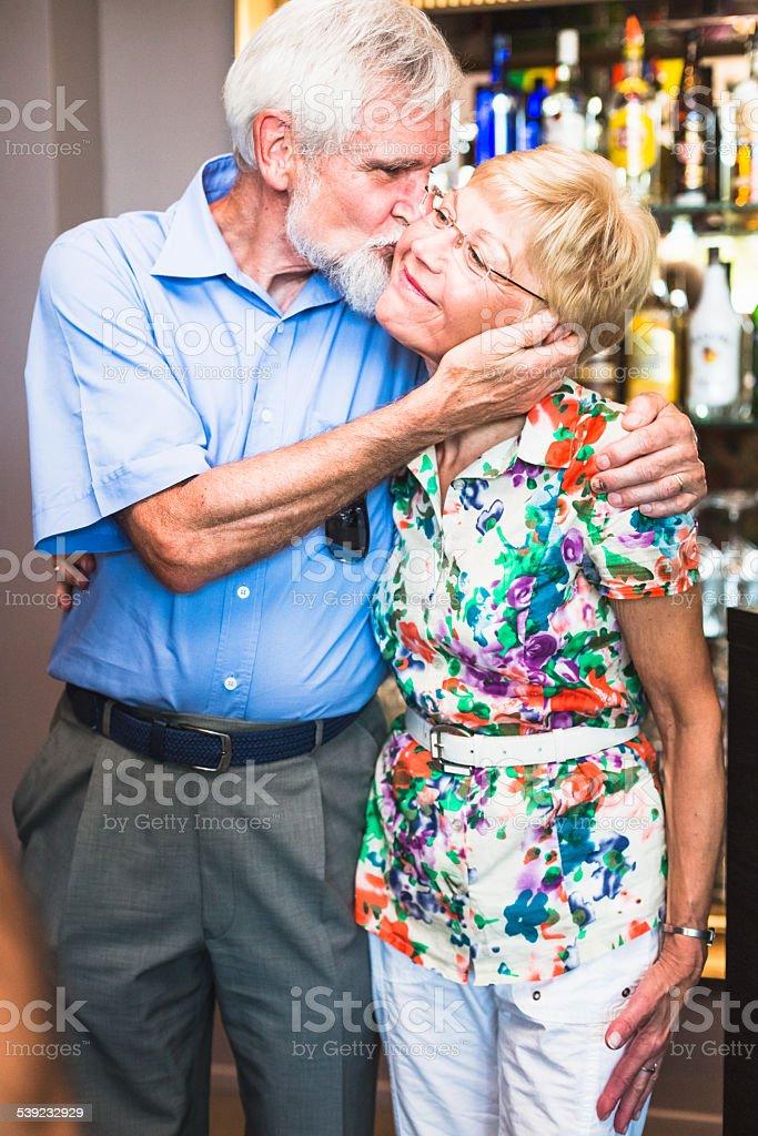 Feliz pareja de ancianos foto de stock libre de derechos