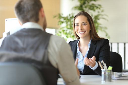 女性のビジネスマン アインの集客マーケティングブログ