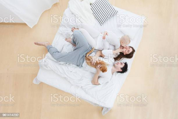 Happy family at home picture id961414232?b=1&k=6&m=961414232&s=612x612&h=bmjrxyp00tkblrznvnyowdnkrfxu6tj1qu5qszkfgbo=