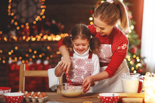 happy family bake christmas cookies - christmas cooking foto e immagini stock