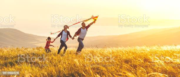 Happy family father mother and child daughter launch a kite on nature picture id931869326?b=1&k=6&m=931869326&s=612x612&h=oo shwcrr8bewav6gptgq qu knofef6zczg2e3cesg=