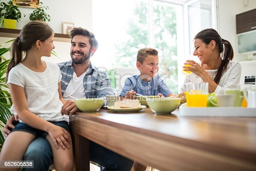 istock Happy family having breakfast 652605838