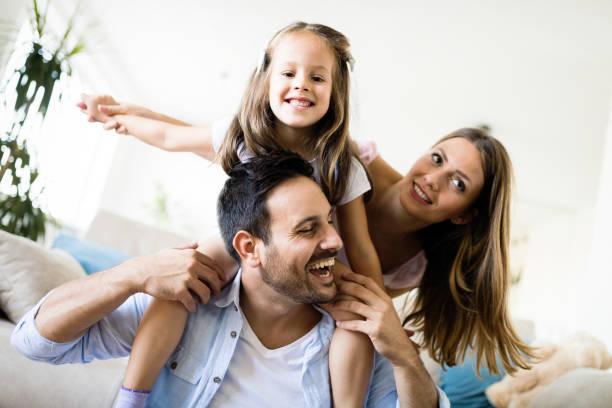 Glückliche Familie hat Spaß zu Hause – Foto