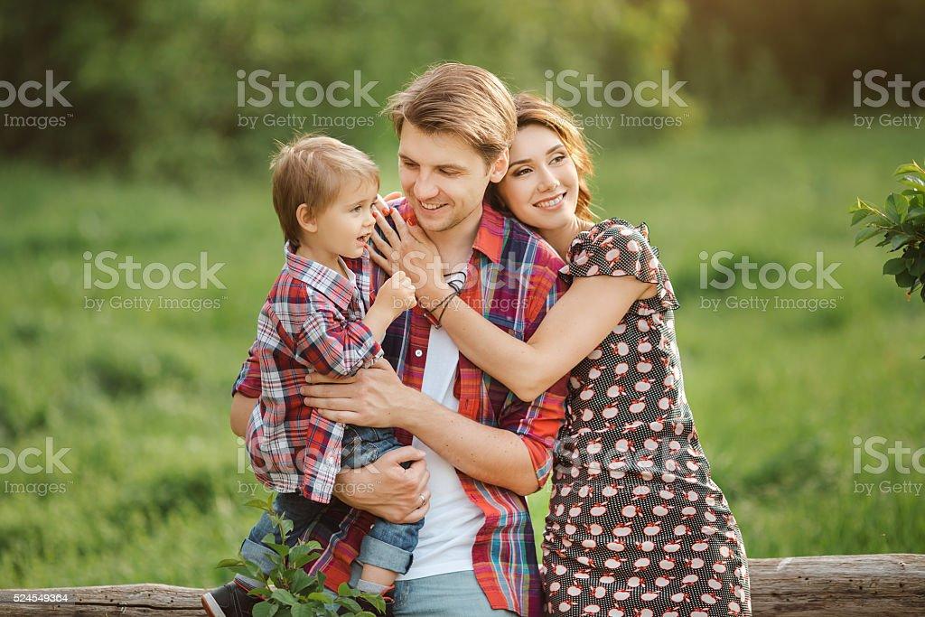 Famille heureuse, dans le parc - Photo