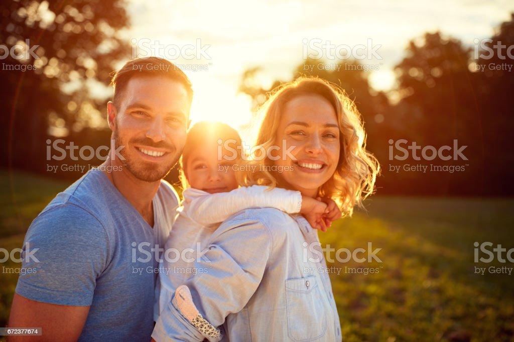 Glückliche Familie in der Natur – Foto